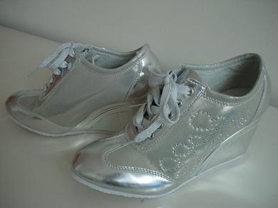 300708_sneakers.jpg